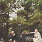 с братом Кемалом на могиле дяди Джамала
