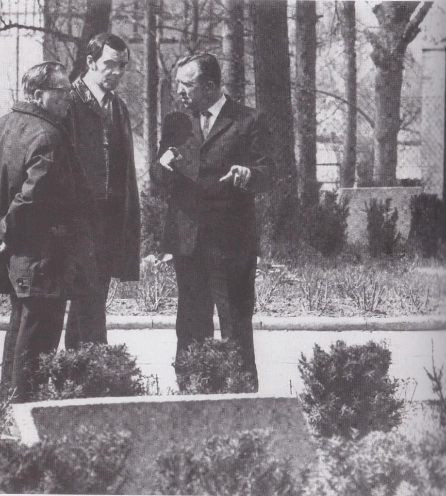 Муслим Магомаев на могиле отца в польском городе Хойна
