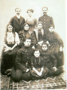 447px-Uzeir_Hajibeyov's_family_(Uzeir_is_on_the_top,_left_side),_Shusha,_1915